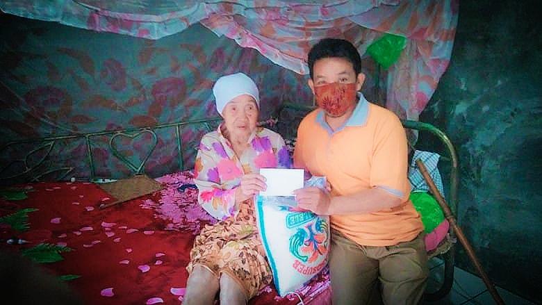 Nenek Rejot Kembali Terima Bantuan Program GAUL dari Baznas Tangsel