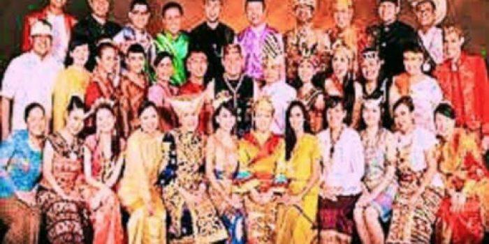 Penampilan Jokowi Gunakan Baju Adat Tuai Kritik Hanya Tameng Budaya