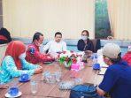 Anggota DPRD Fraksi PDIP Menangis Dengarkan Curahan Hati Ibu Turyani